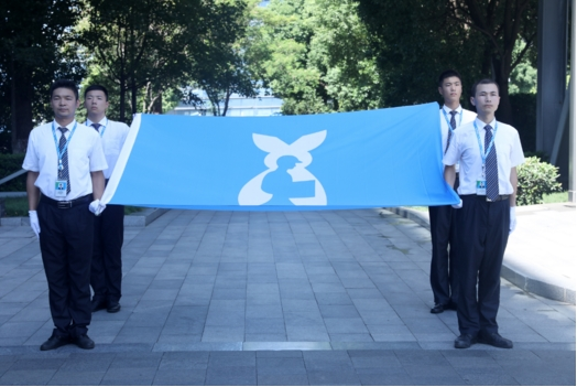 300万快递员迎来自己节日 苏宁全国为他们升旗