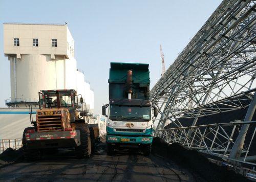 交运物流车在运输冬季供热用煤