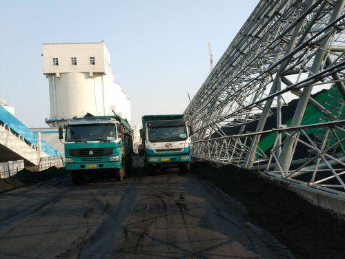 交运物流车在运输冬季供热用煤1
