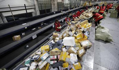 物流公司在双十一高负荷订单量之下在分拣机器人等方面持续发力