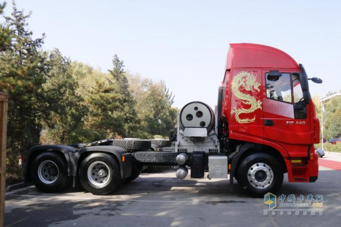 红岩杰狮C6燃气车